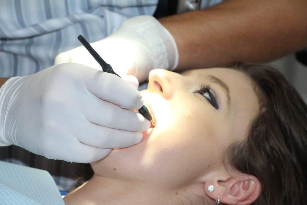 Zahnreinigung mit Airflow